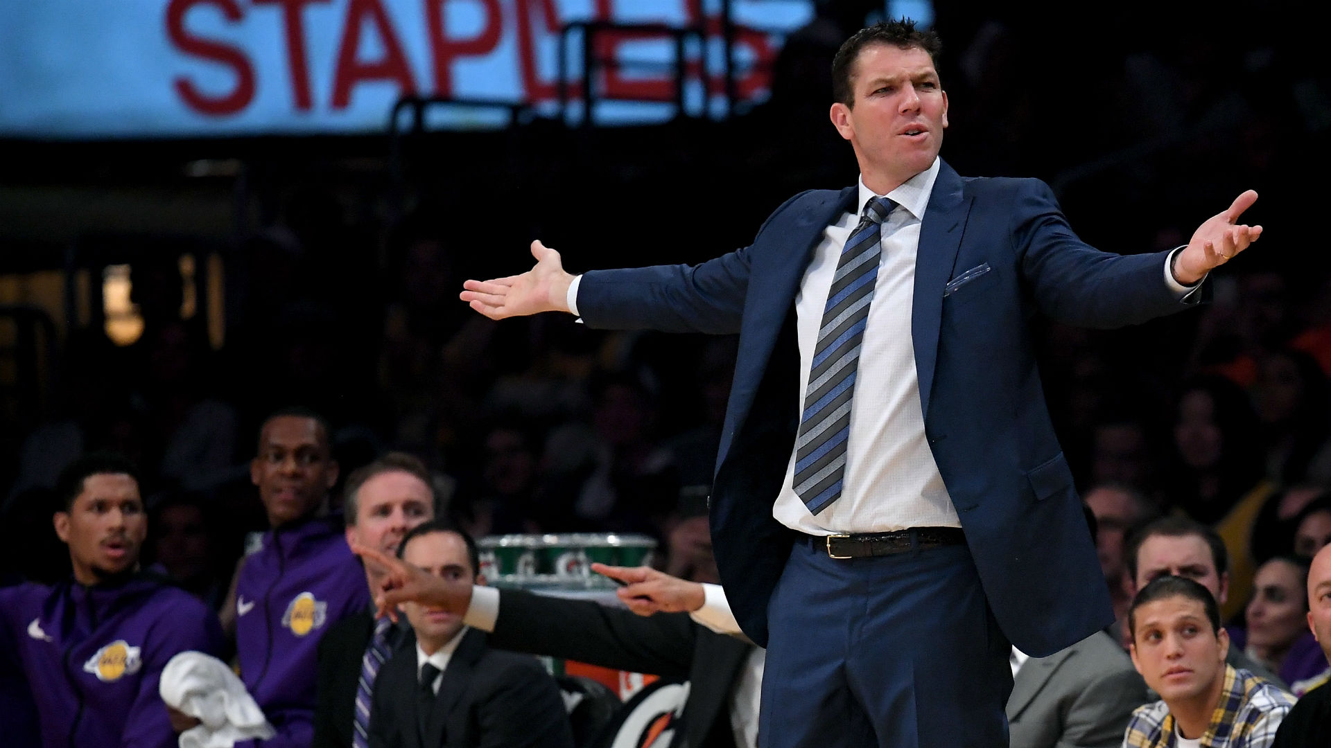 Twitter is waiting for Kings to fire Luke Walton after team blows late lead vs. Hornets
