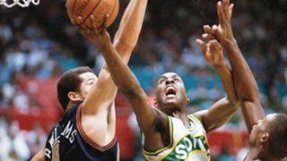 NBA-CHOKES-Sonics-1994-042716-AP-FTR.jpg