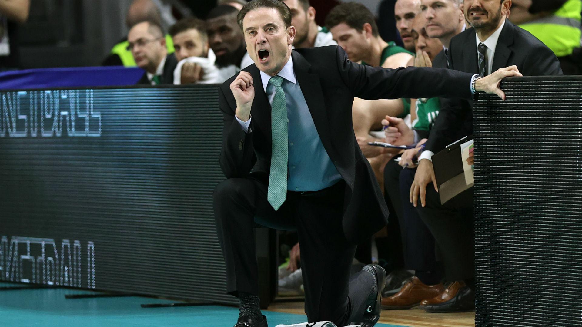 Rick Pitino está de vuelta en el baloncesto universitario después de que el escándalo lo obligó a abandonar. Twitter reacciona a su regreso. 23