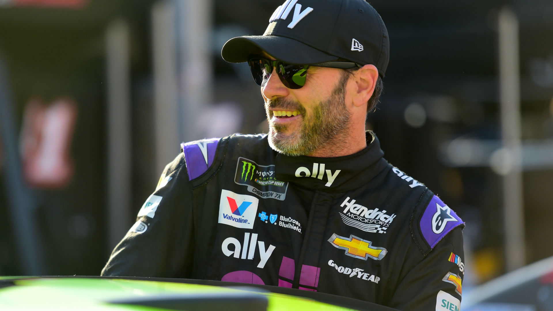 NASCAR fans celebrate Jimmie Johnson's lead in final race: 'Playing with the heart strings'