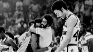 NBA-CHOKES-Bullets-1975-042716-AP-FTR.jpg