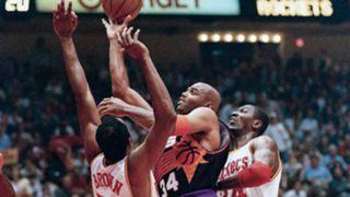 NBA-CHOKES-Suns-1995-042716-AP-FTR.jpg