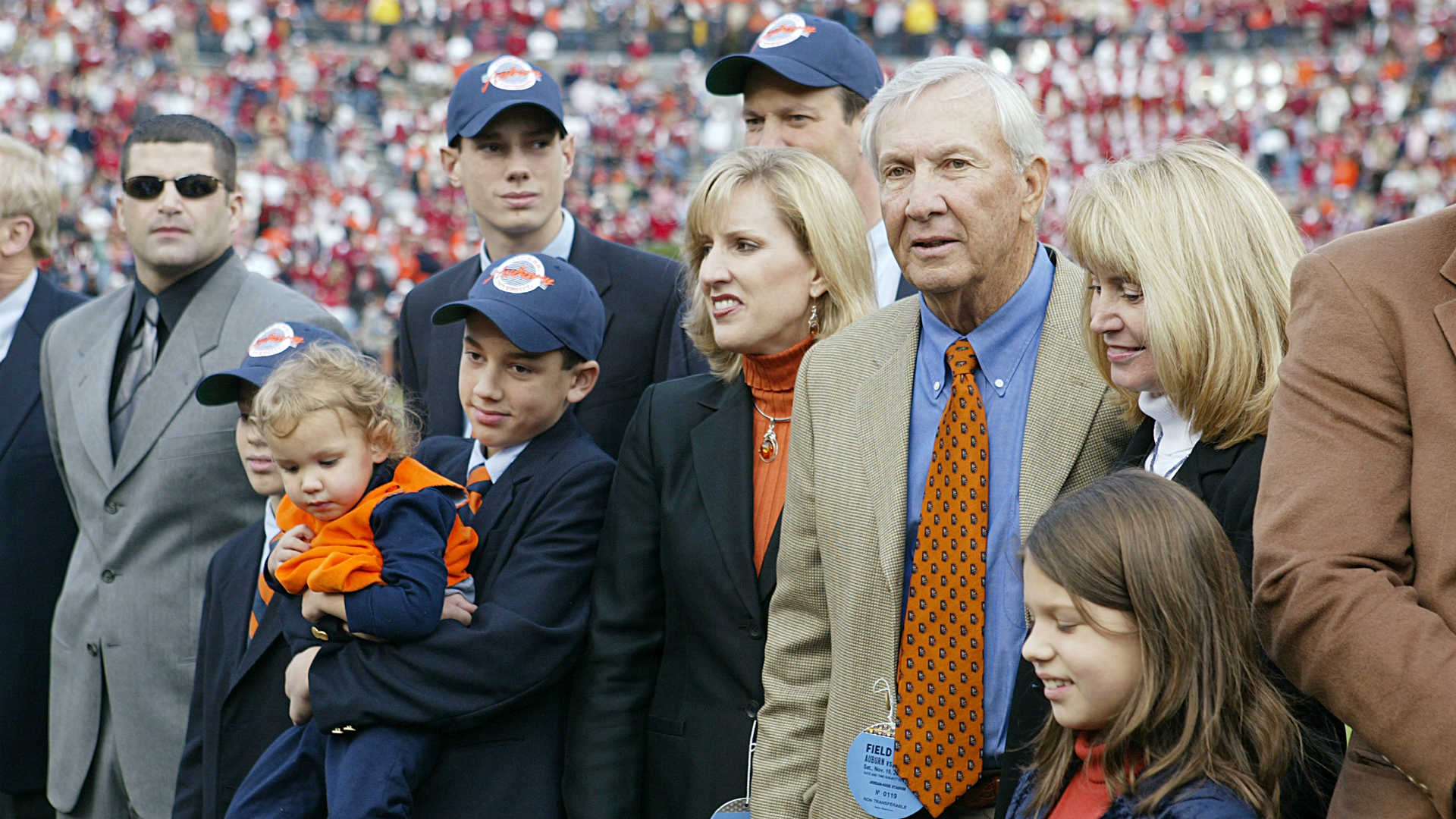 Late Auburn coach Pat Dye brought balance to Iron Bowl that still remains - sporting news