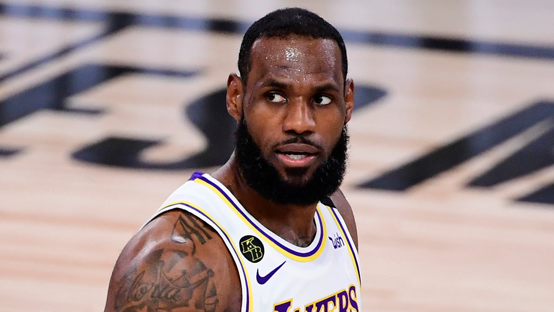 Lakers' LeBron James responds to Zlatan Ibrahimovic: 'No way I would ever just stick to sports'