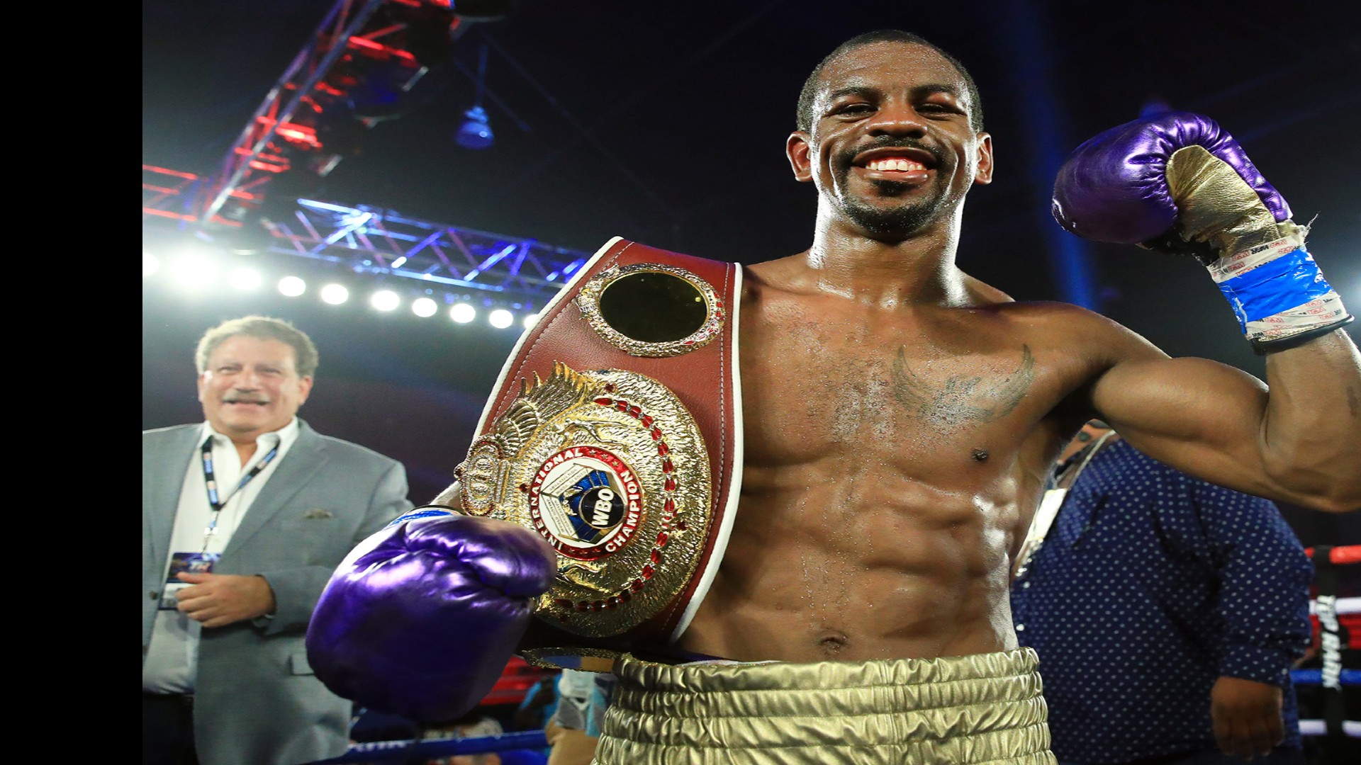 Jamel Herring sends Carl Frampton to retire with a stop in the sixth phase to retain the WBO title