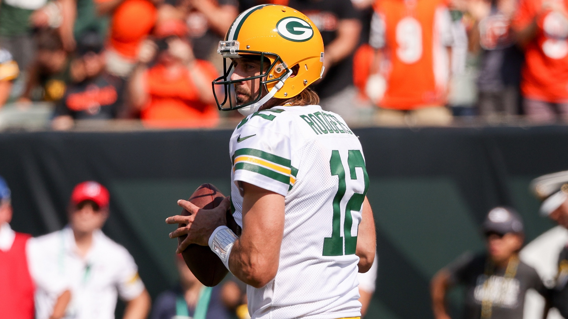 Aaron Rodgers tells Joe Burrow to slide more after Packers' win vs. Bengals: 'You're too damn talented' thumbnail