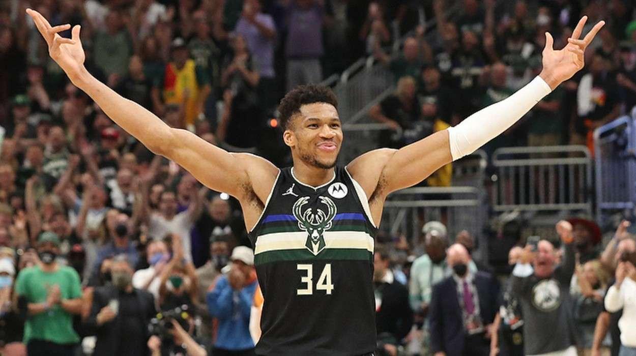 Giannis Antetokounmpo Milwaukee Bucks