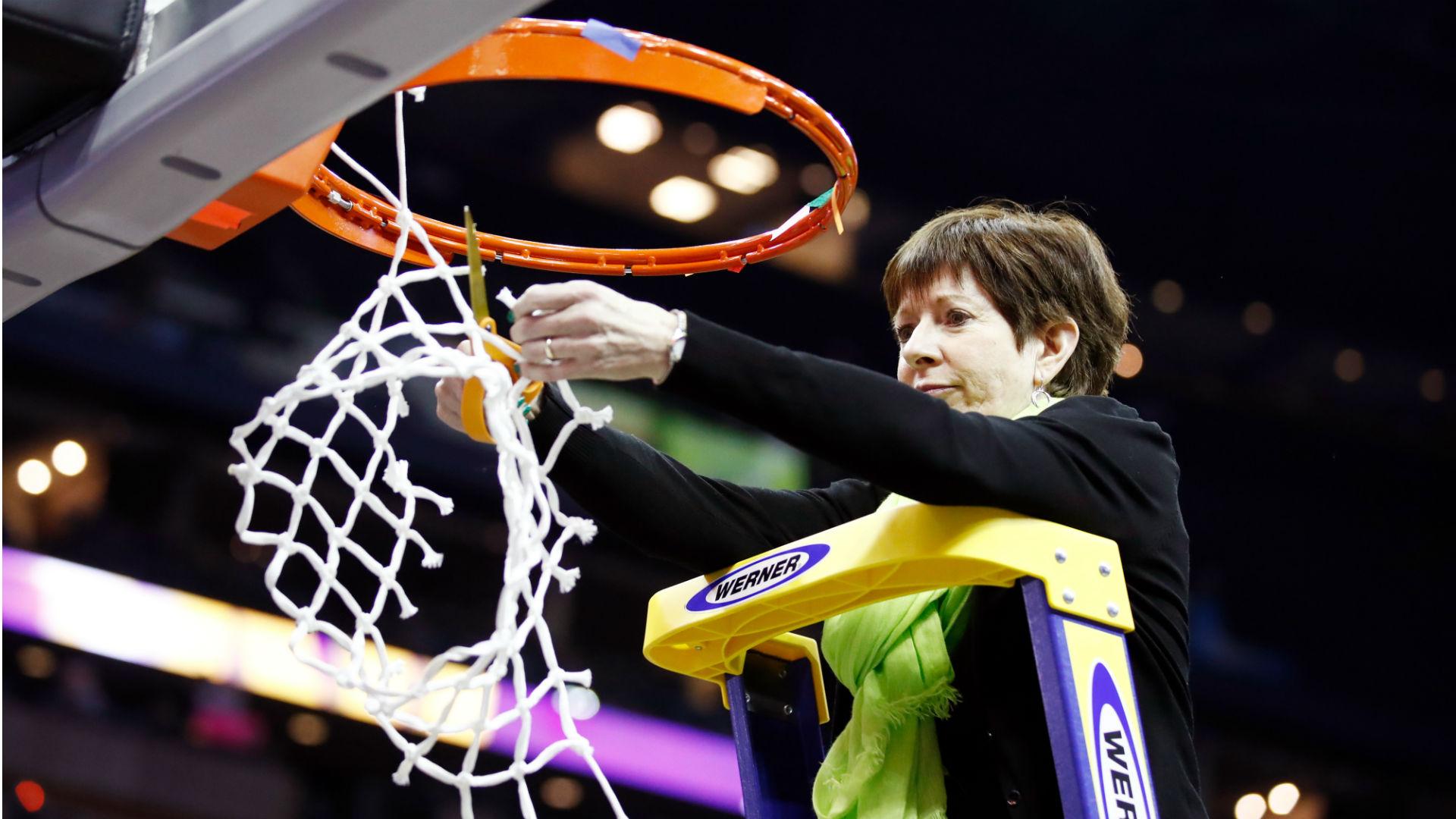 Muffet McGraw steps down as Notre Dame women's basketball coach; Niele Ivey returns to Irish 1