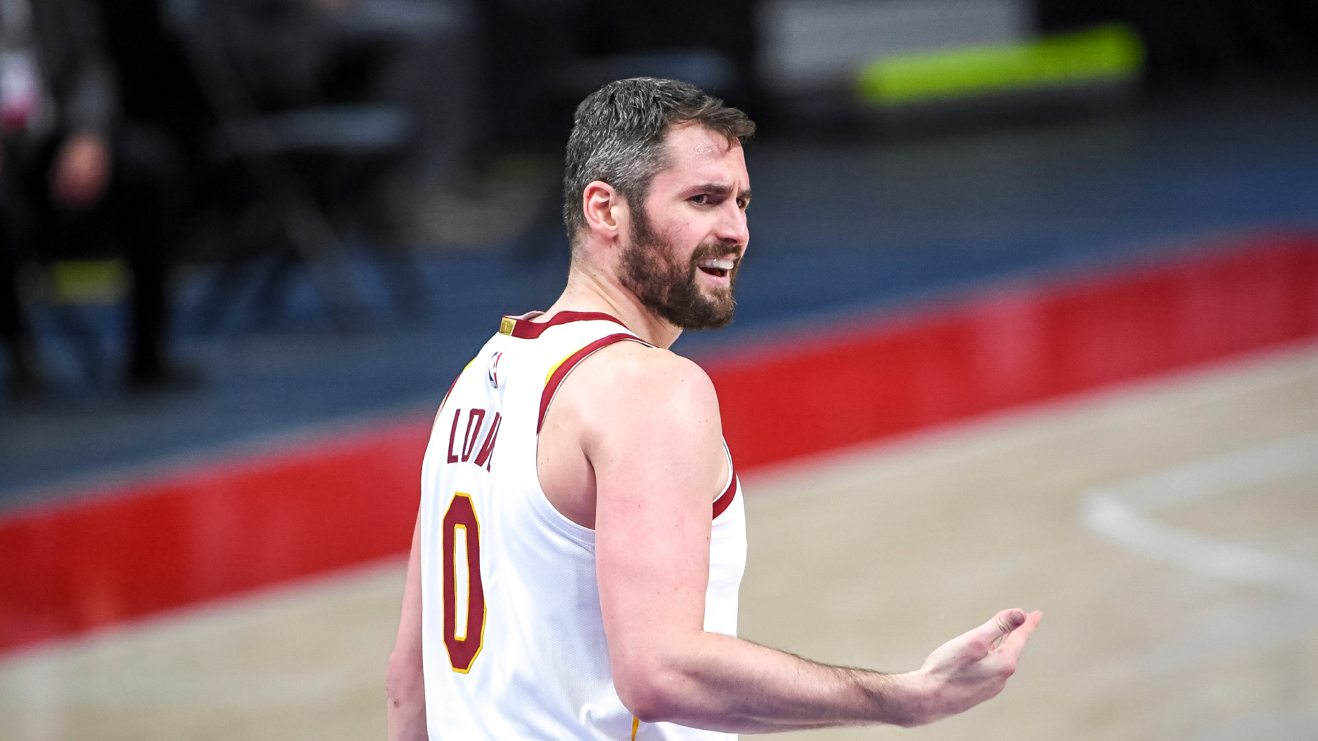 Kevin Love quits in Cavs loss, hands easy 3 to Raptors off turnover