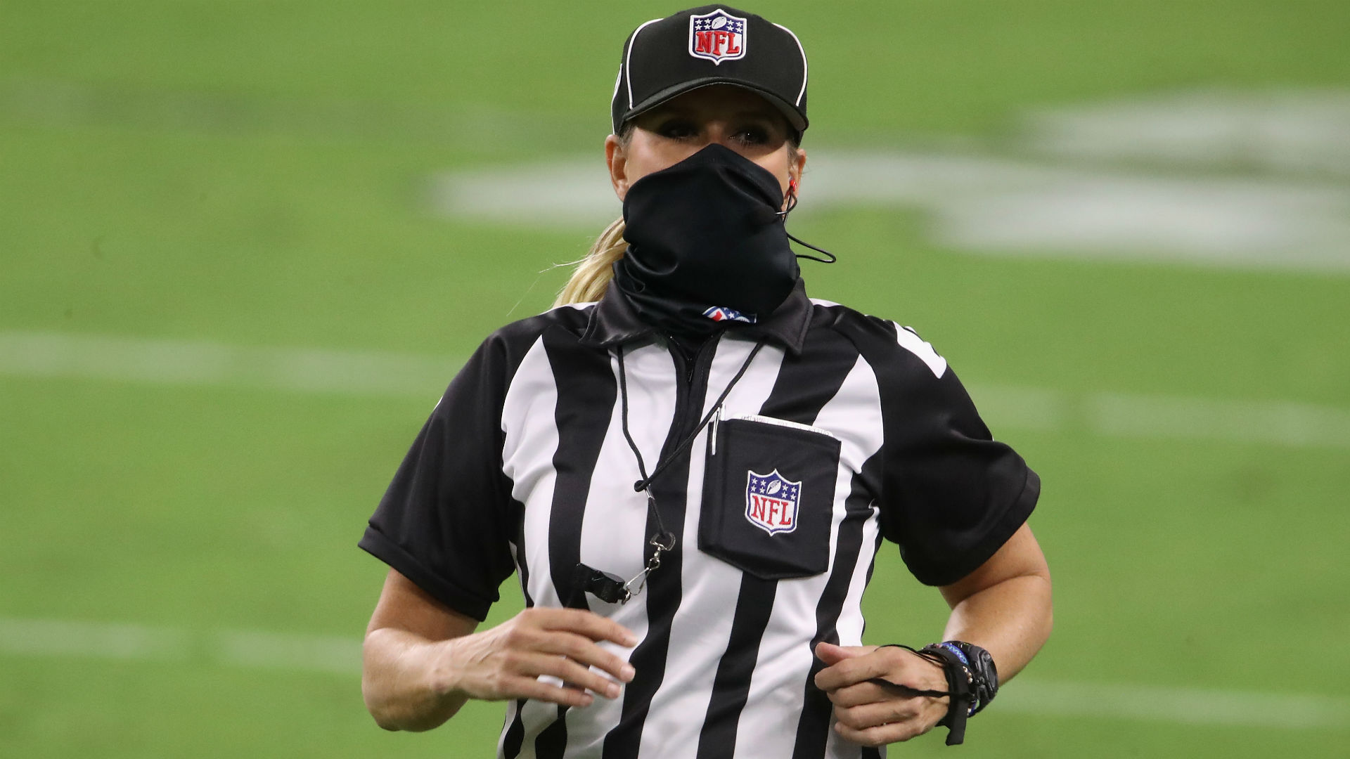 Who Is The Nfl S Female Referee Meet Sarah Thomas The Only Woman Official In The Nfl In 2020 Sporting News