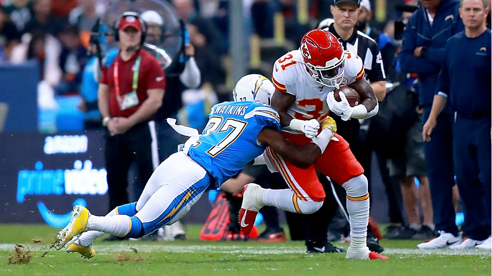 Chiefs vs. Chargers: Trouble with Mexico City turf during 'Monday Night Football'