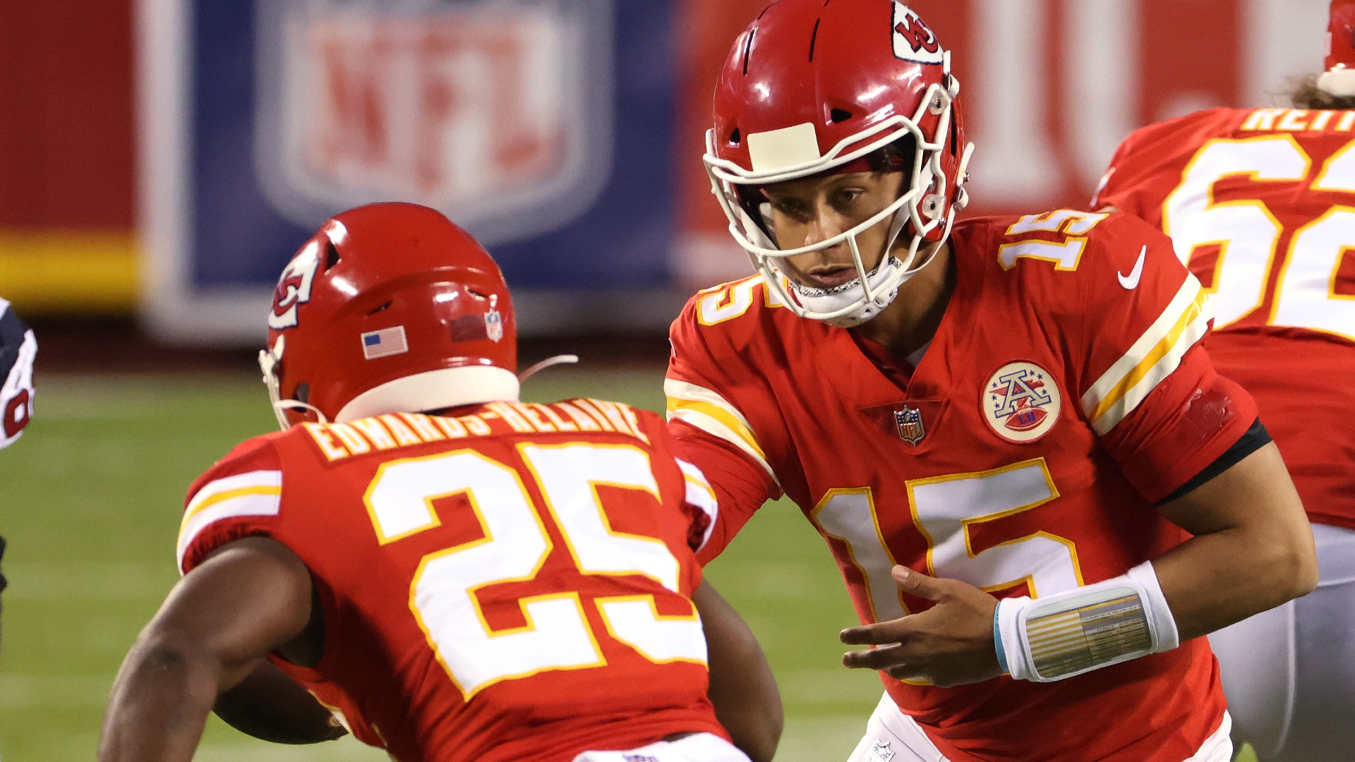 https://images.daznservices.com/di/library/sporting_news/a7/a0/patrick-mahomes-clyde-edwards-helaire-091020-getty-ftr_1pfrhvdnqaq851m4gfqw3bgn4a.jpg?t=2074290068&quality=100