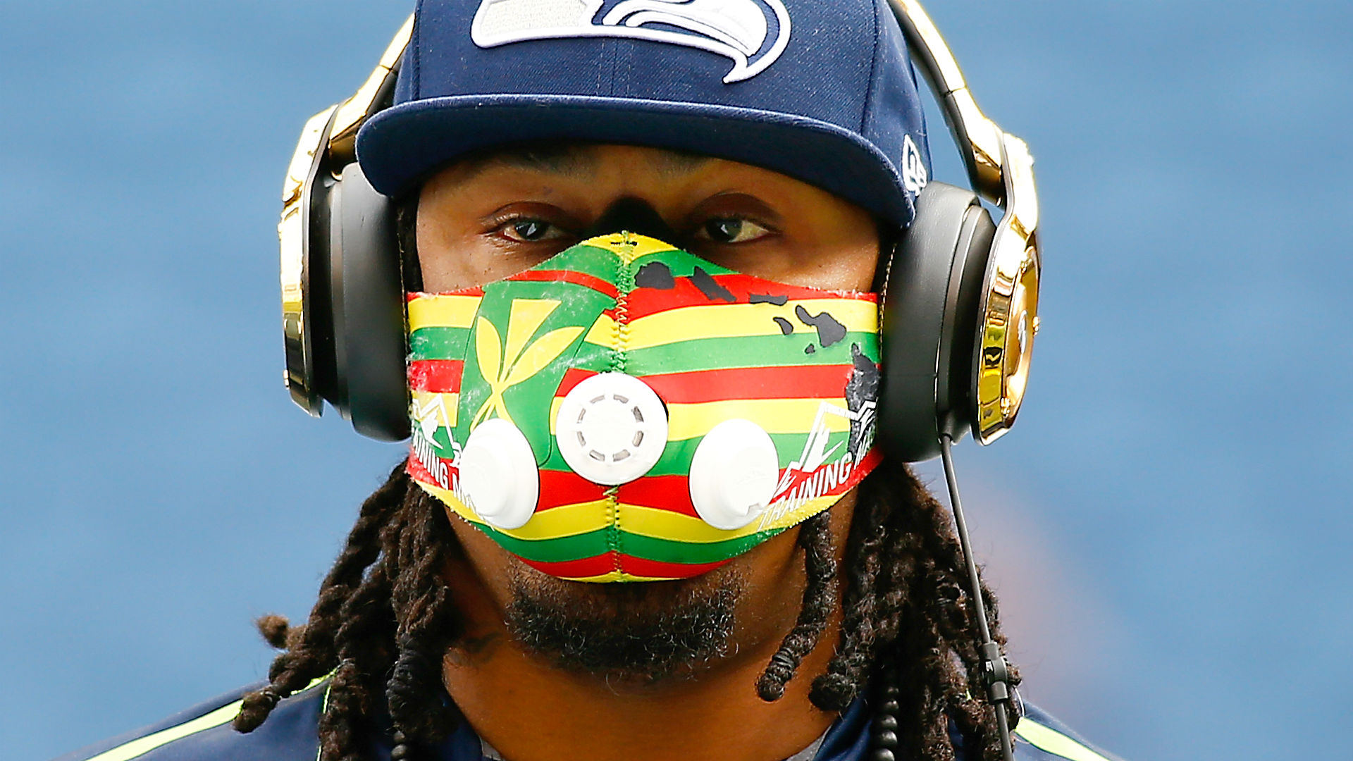 Marshawn Lynch Buys 1 000 Cleats For Packers Game Sporting News