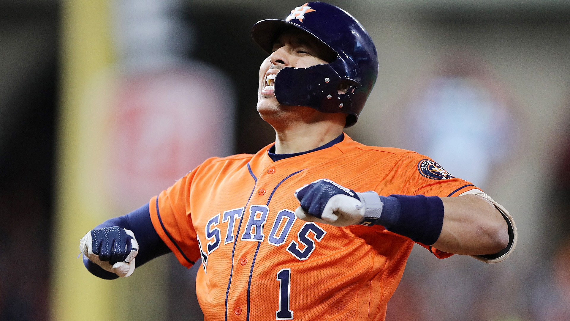 Astros' Carlos Correa fights fire with fire on sign-stealing, fails to lower temperature