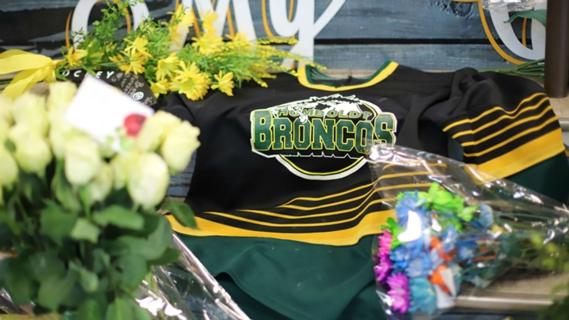 El mundo del hockey recuerda a Humboldt Broncos en el segundo aniversario del accidente 61