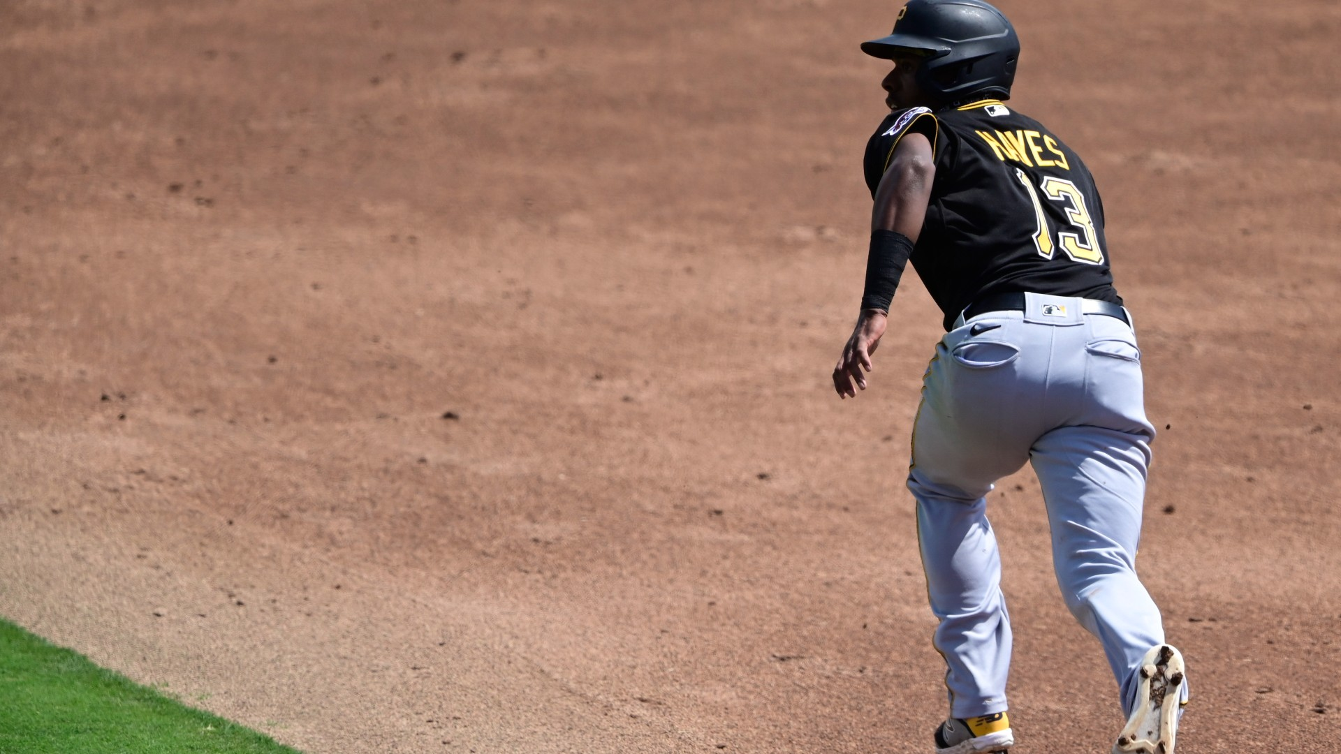 Pirates' Ke'Bryan Hayes misses home run after missing first base