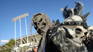 Raiders-fan-102715-Getty-FTR.jpg