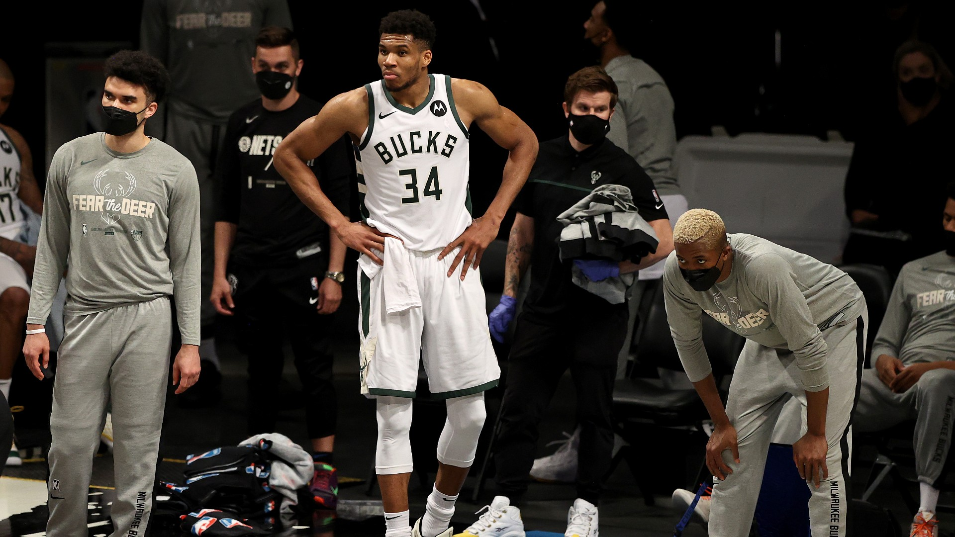 """Charles Barkley ripped off the Bucks after a loss of the 5th game that was """"embarrassing"""" and after the Nets: """"That's been a tremendous basketball."""""""