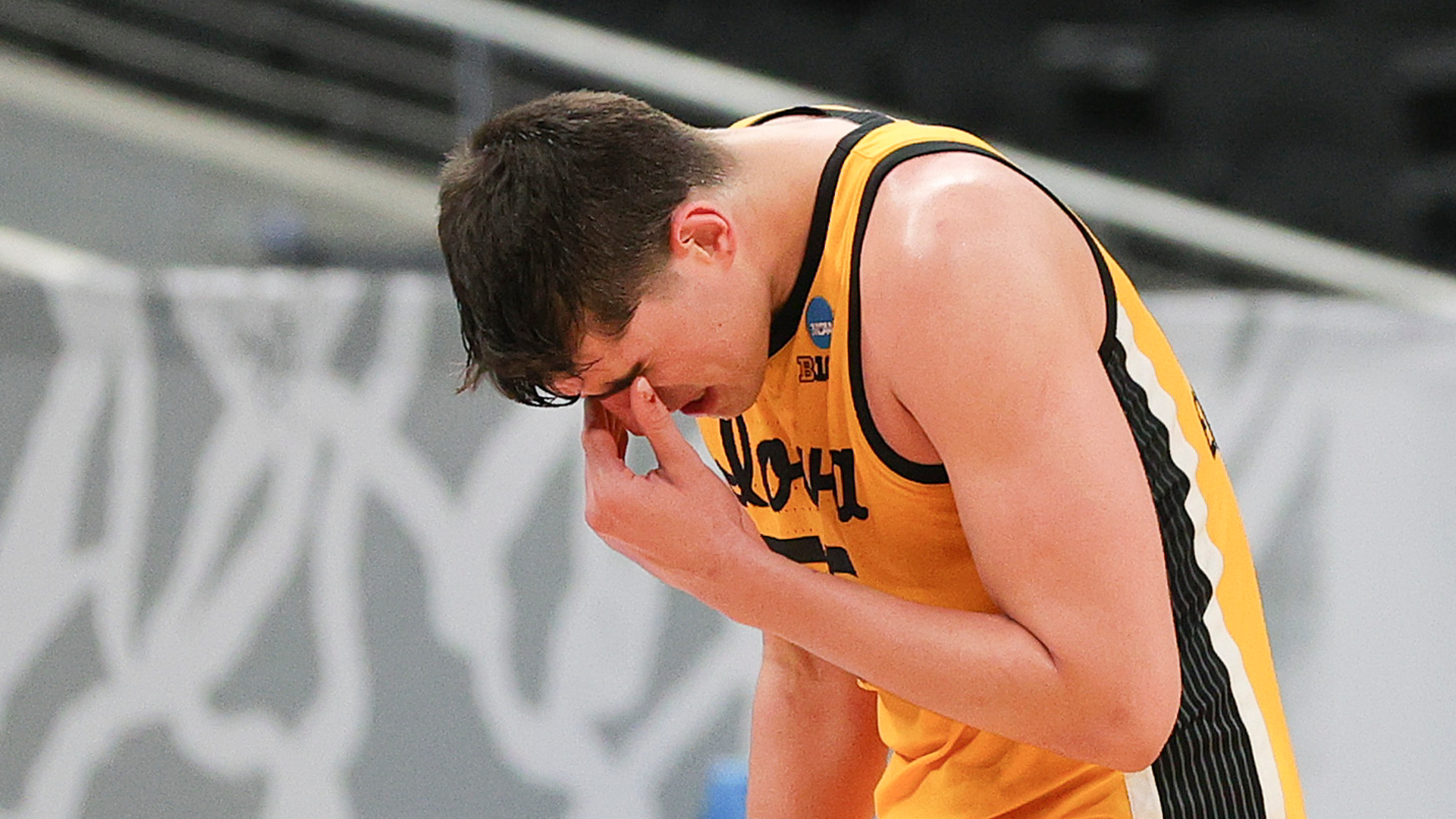 Luka Garza's Iowa tour ends with a brilliant and weeping masterpiece of March Madness