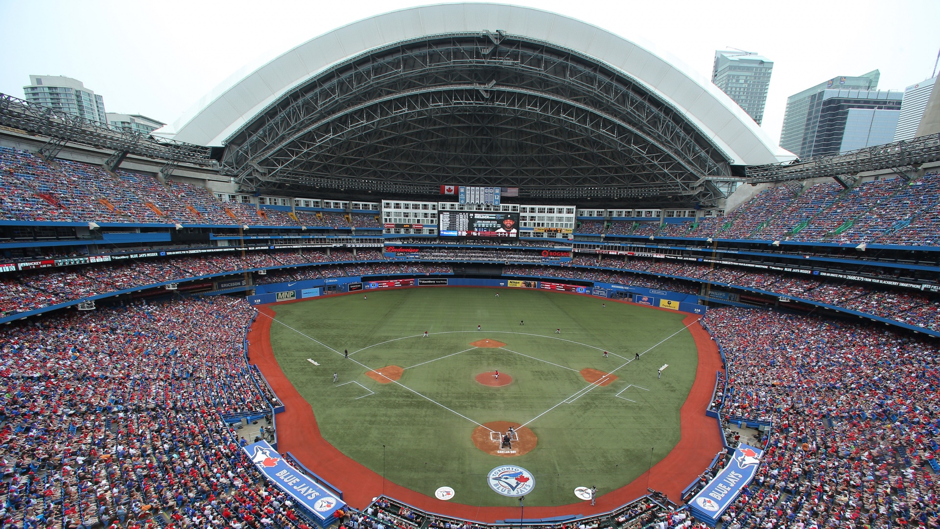 Blue Jays return to Toronto after receiving clearance from the Canadian government