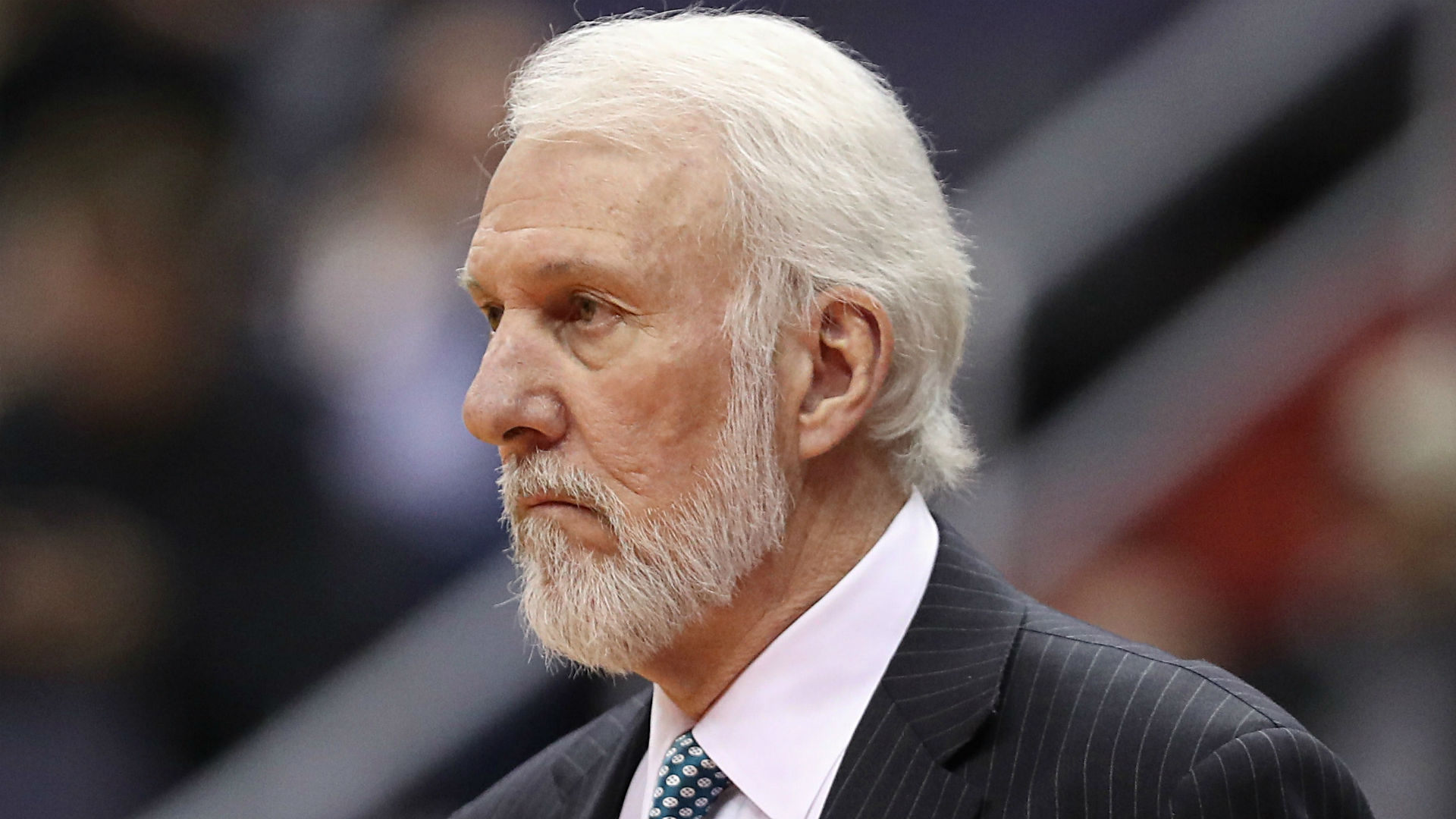 Spurs' Gregg Popovich gets wine question from Grant Hill during in-game interview
