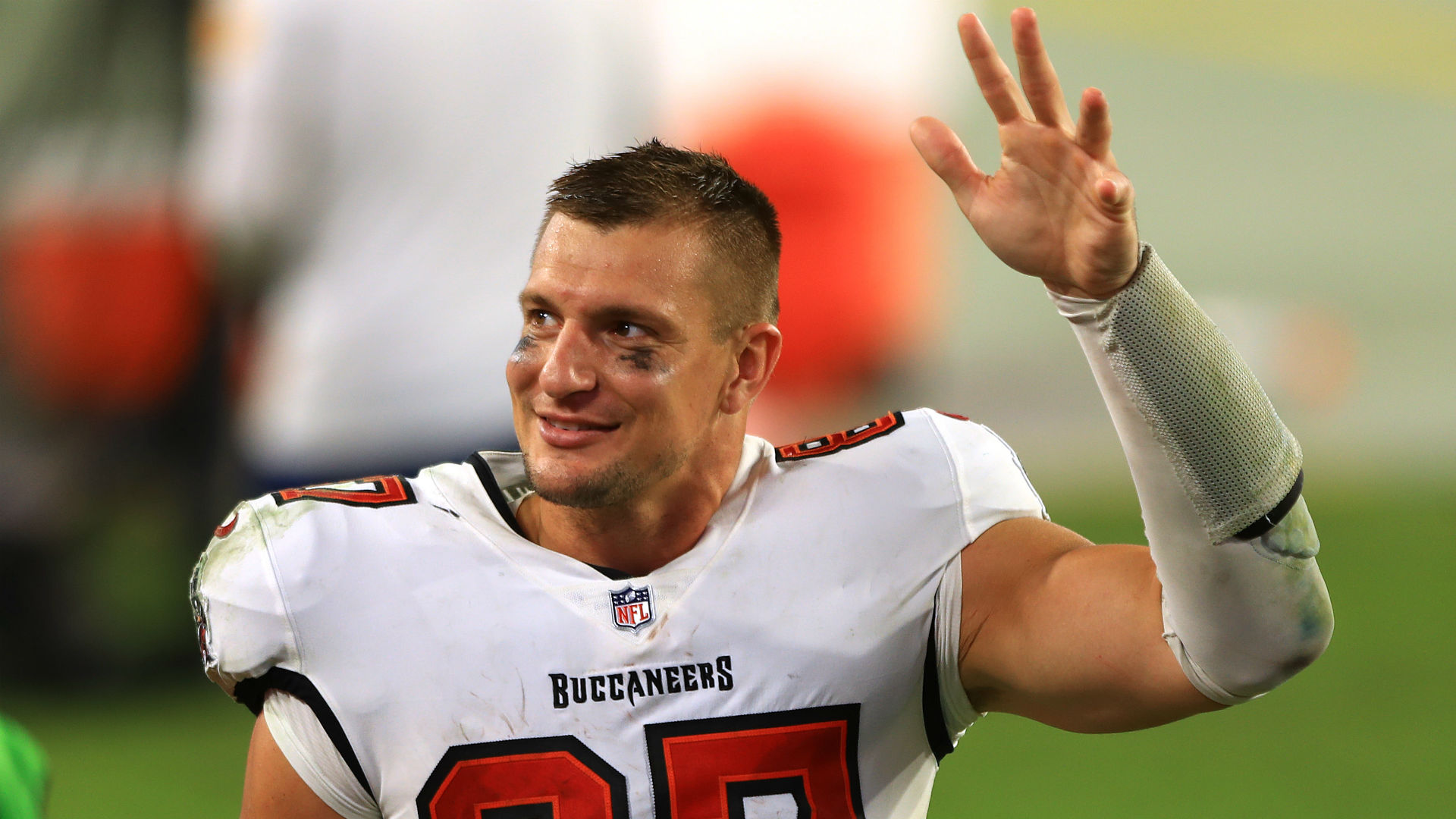 Rob Gronkowski Explains How He S Starting To Drizzle Like Maple Syrup With Buccaneers After Slow Debut Sporting News Rob gronkowski with marshmello, mojo rawley, and martin garrix at a party in miami rob gronkowski celebrates after scoring a touchdown against the cincinnati bengals all he needed to do was stop playing. rob gronkowski explains how he s