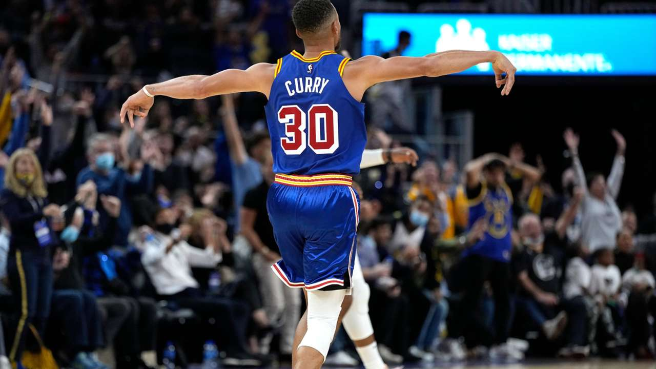 Steph Curry celebrates during his 45-point explosion against the Clippers