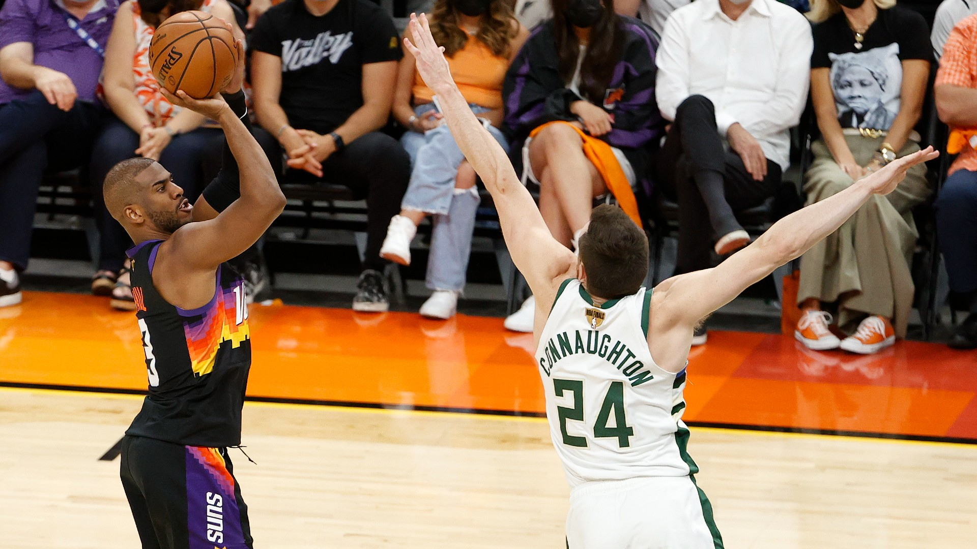 Chris Paul of the Suns had the answer for everything the Bucks defense threw at him in Game 1