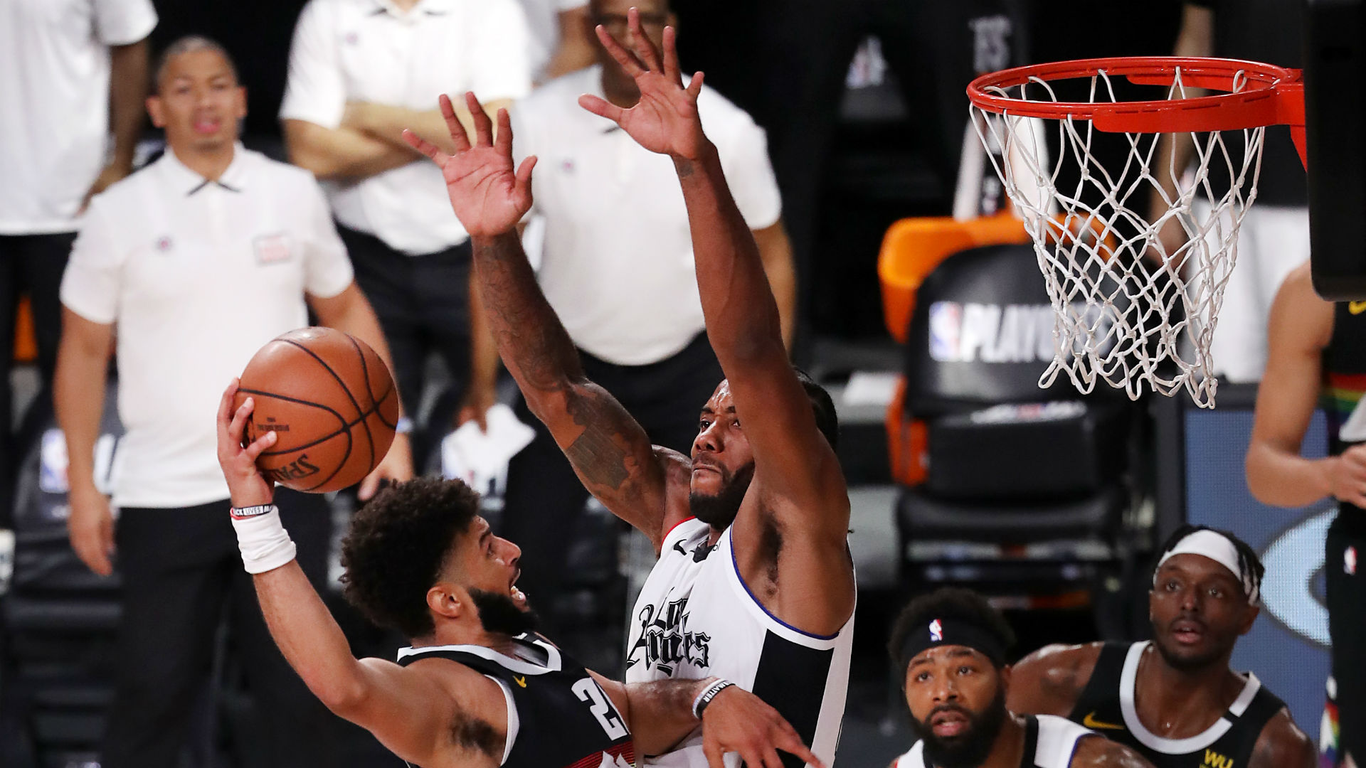 Kawhi Leonard's incredible middle finger block stuns Paul George, NBA Twitter