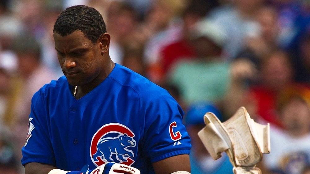 30 de marzo de 1992: Sammy Sosa es cambiado a los Cachorros, y comienza su enigmático legado de béisbol. 40