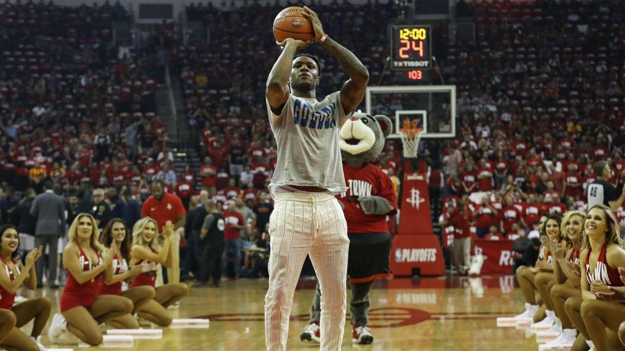 deandre-hopkins-basketball-111820-getty-ftr