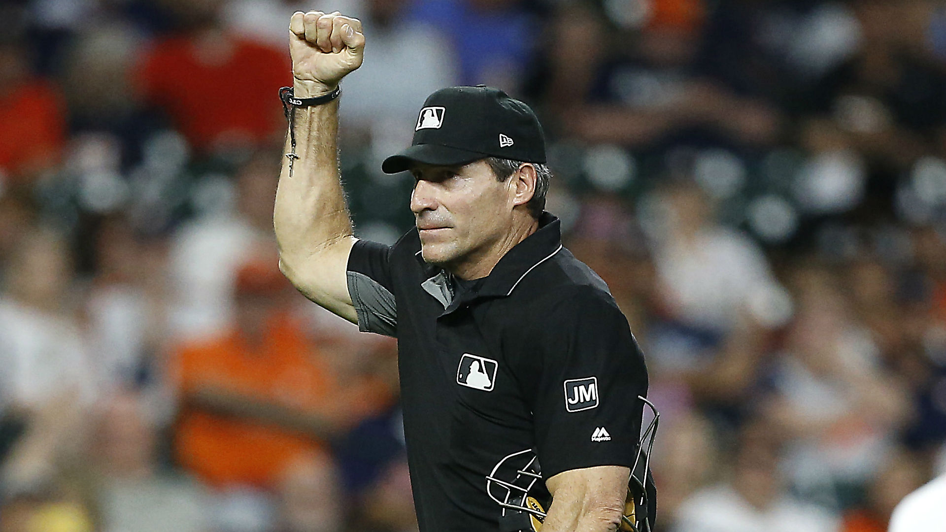 Yankees curse out Angel Hernandez after umpire blows key call
