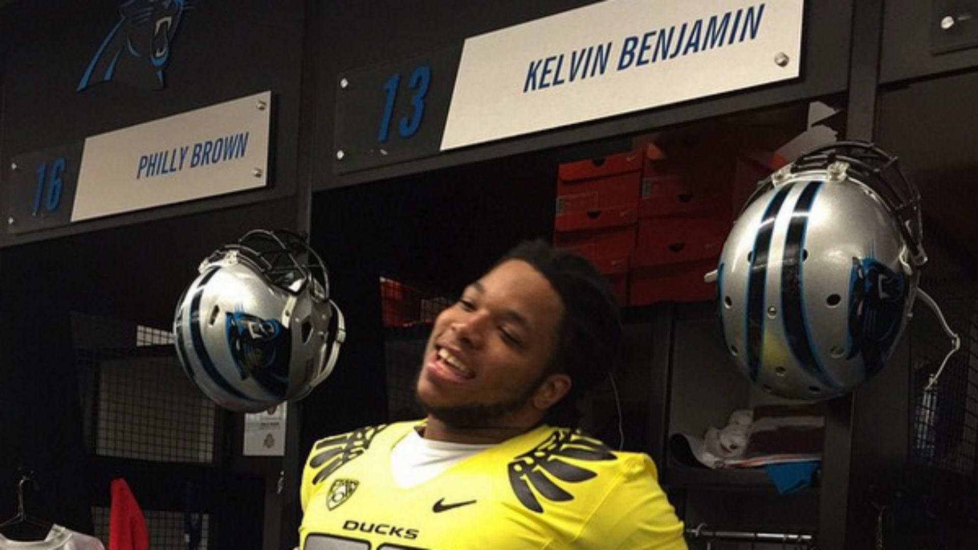 Panthers' Kelvin Benjamin loses bet, sports Oregon jersey ...
