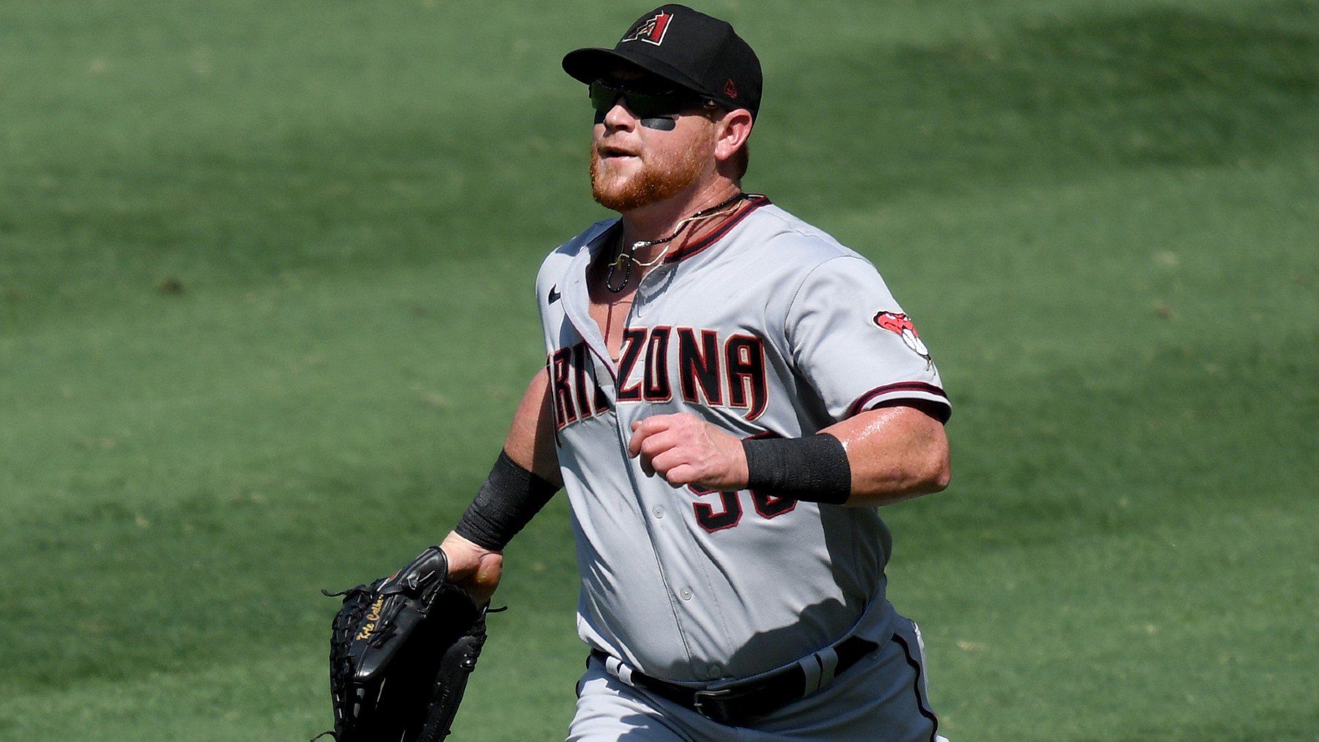 Diamondbacks' Kole Calhoun admits defeat, fist-bumps fan who snatched foul ball from him