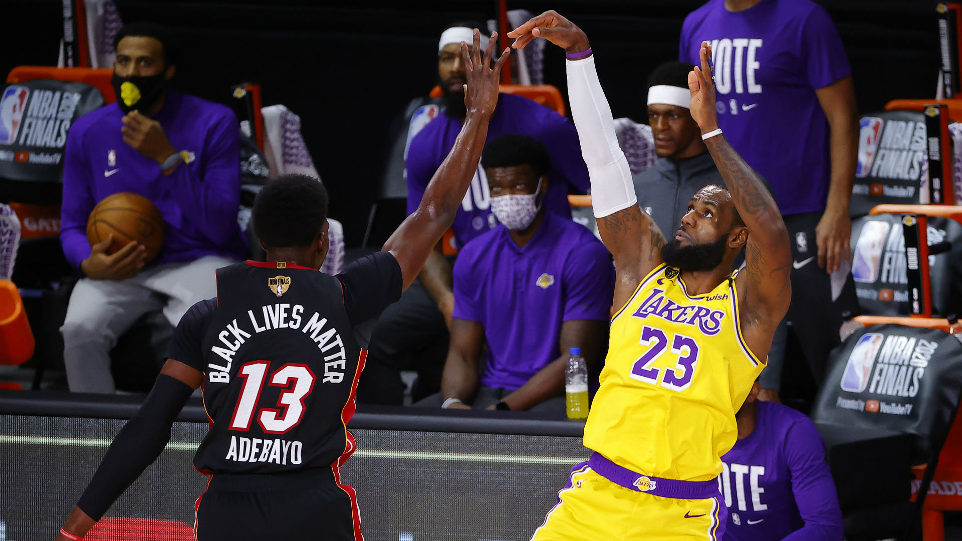 Lakers Vs Heat Score Results Los Angeles Cruises To Game 1 Win As Injuries Ravage Miami Sporting News