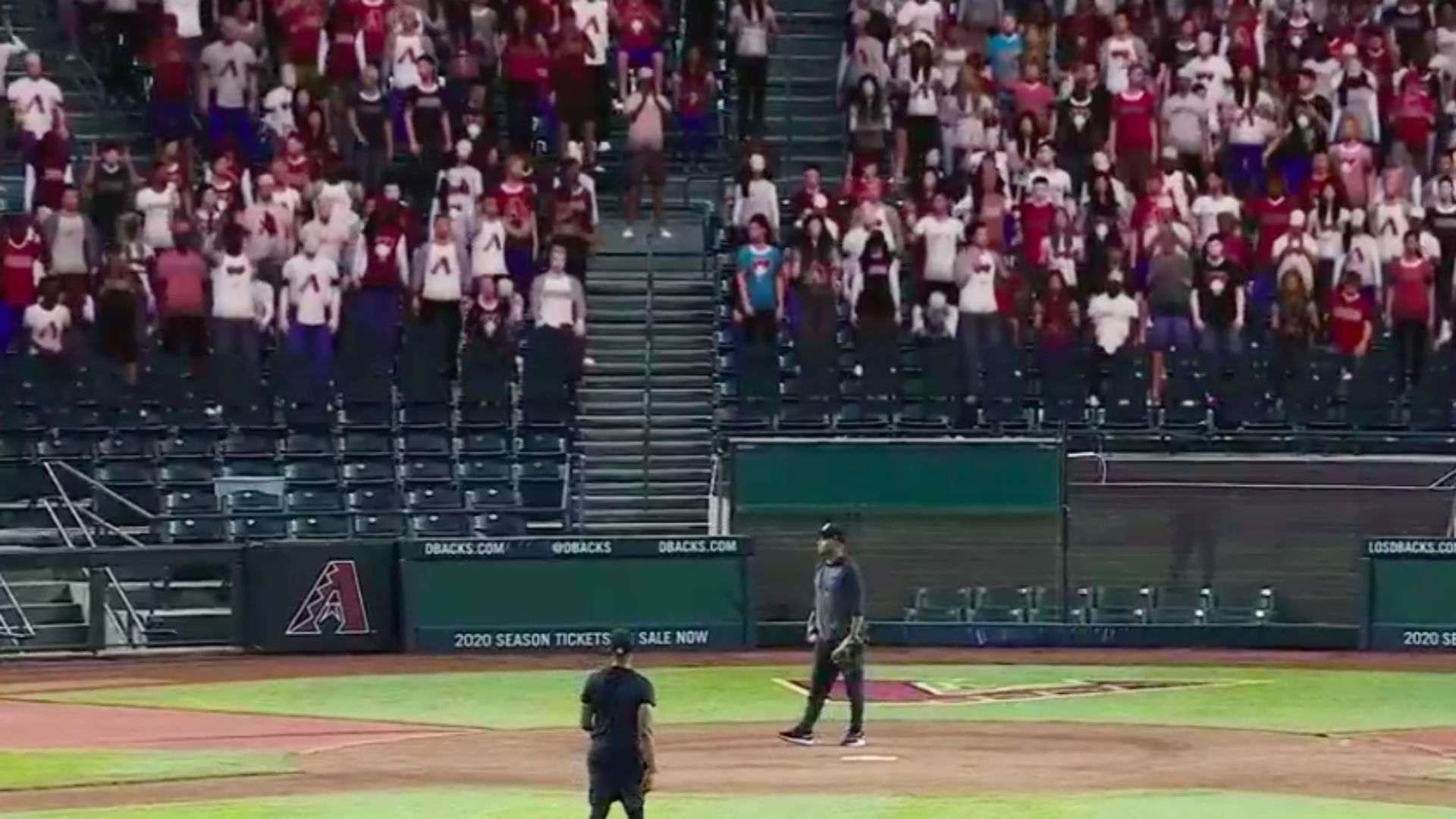 Explaining the virtual MLB fans in the stands during games on Fox this season 1