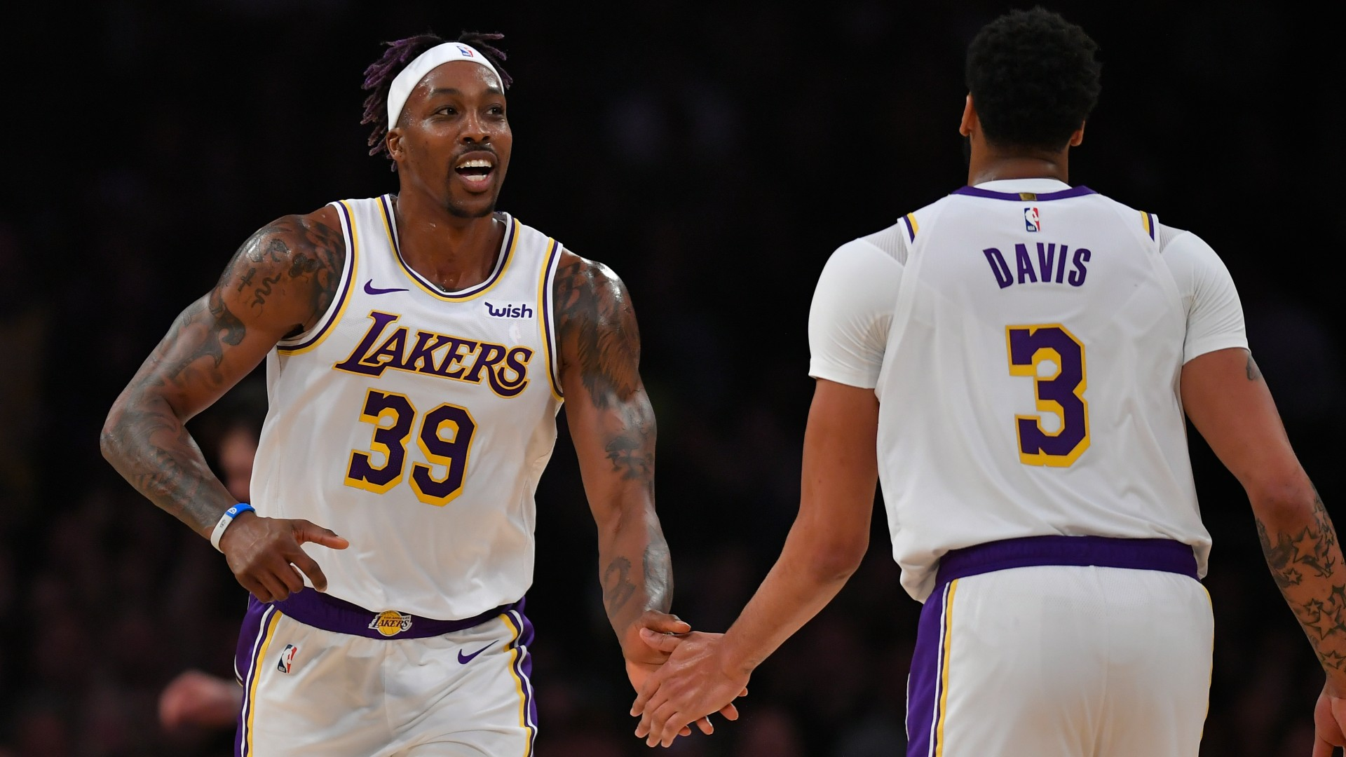 Magic Johnson reacts to heated altercation between Lakers' Anthony Davis, Dwight Howard