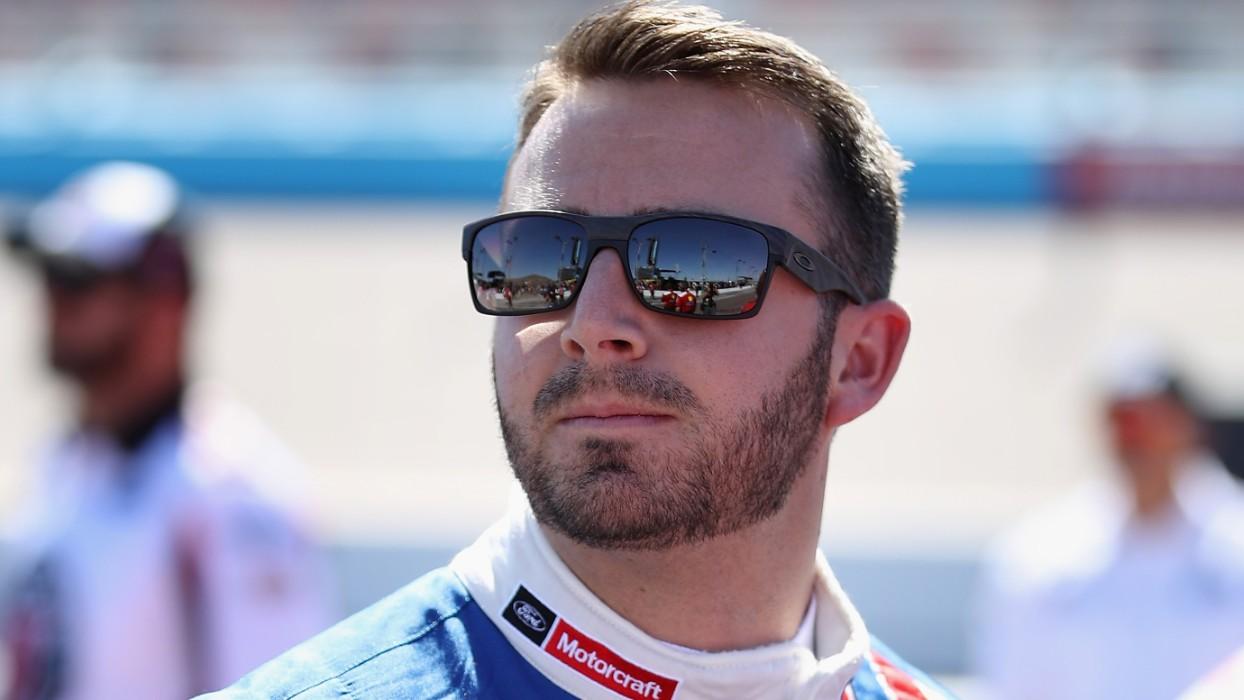 El piloto de NASCAR Matt DiBenedetto corre en ropa interior 81