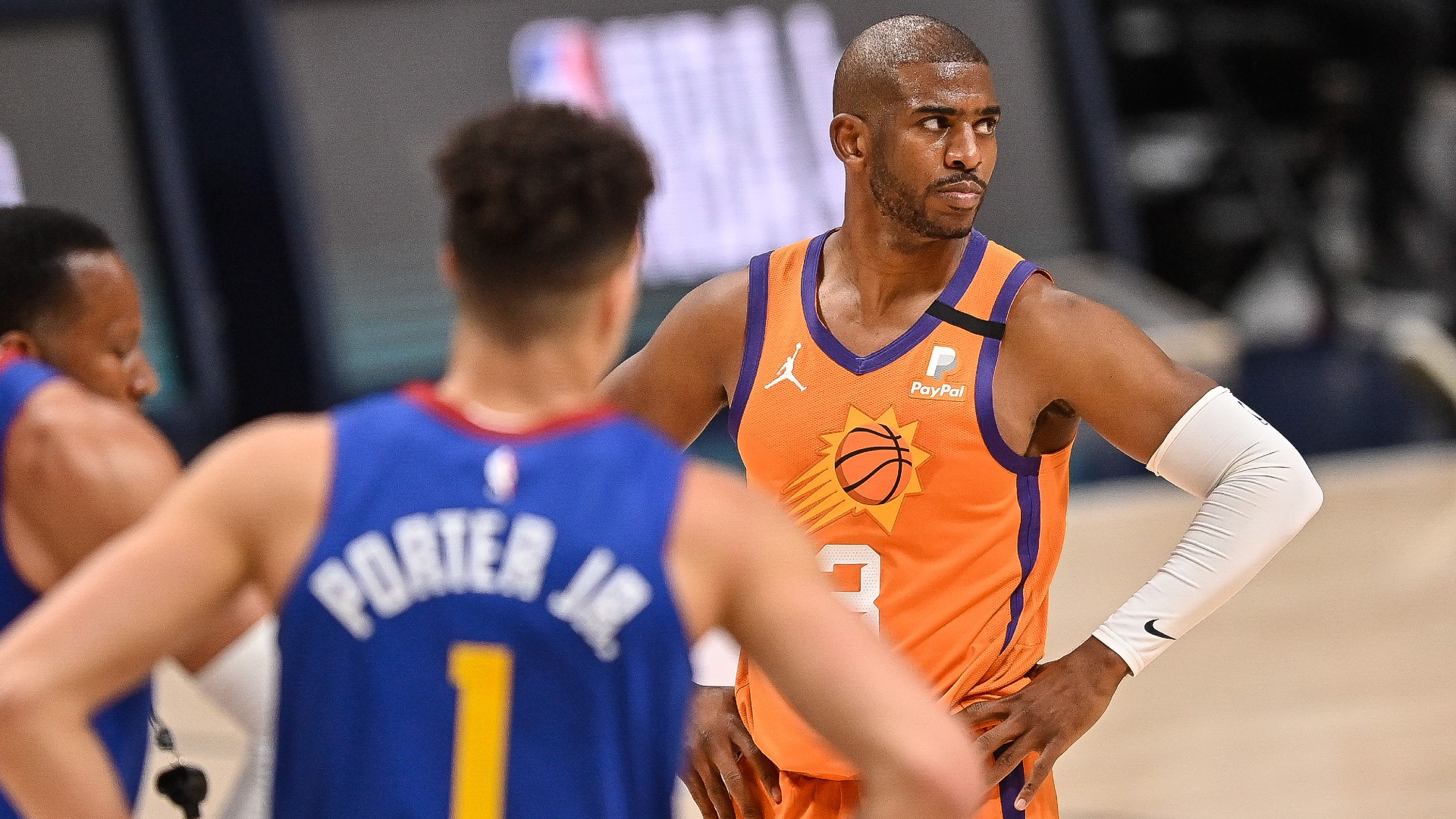 Suns' Chris Paul asks referee to hit Nuggets' Nikola Jokic with technical foul, promptly gets his wish