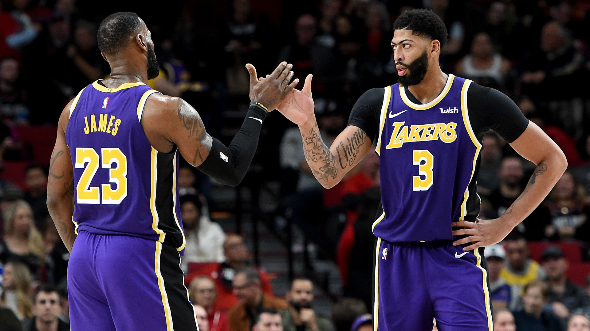 LeBron James, Anthony Davis and other Lakers share message of unity with protesters