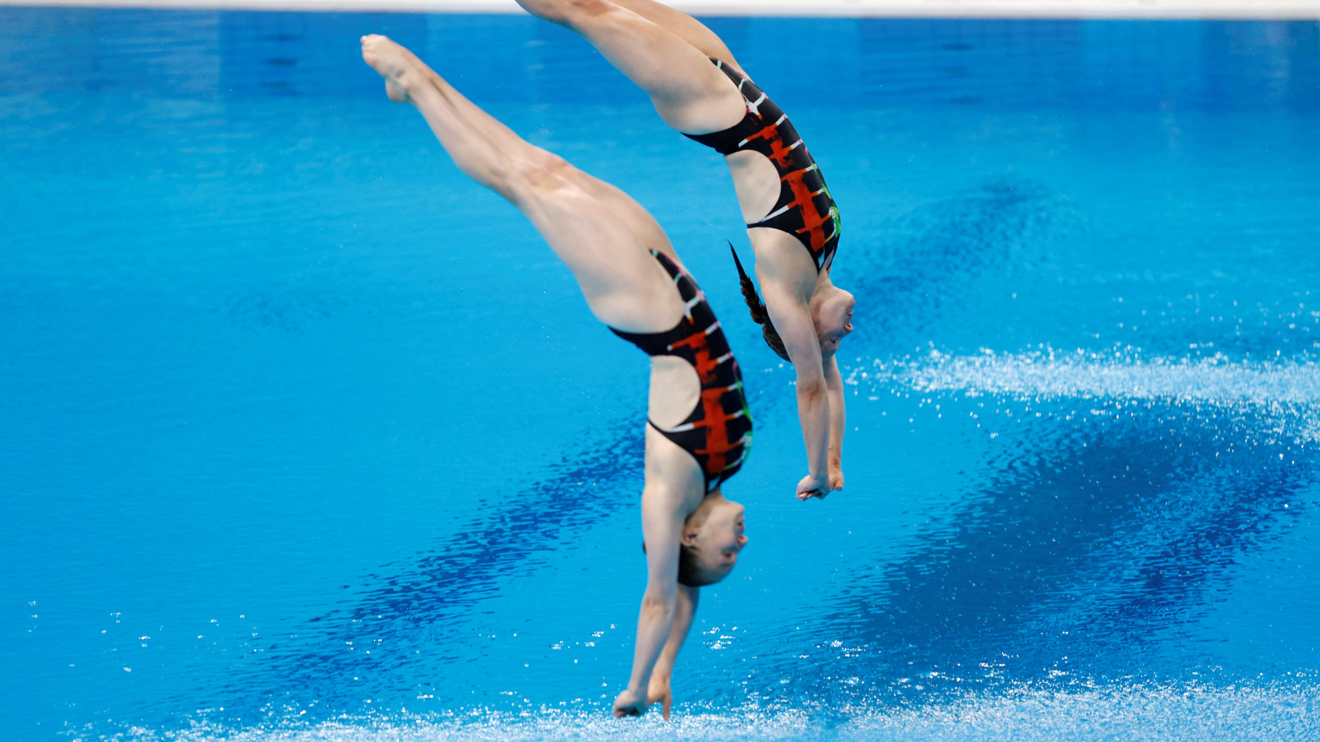 Why is water sprayed on Olympic pools? Explaining safety measure for diving events