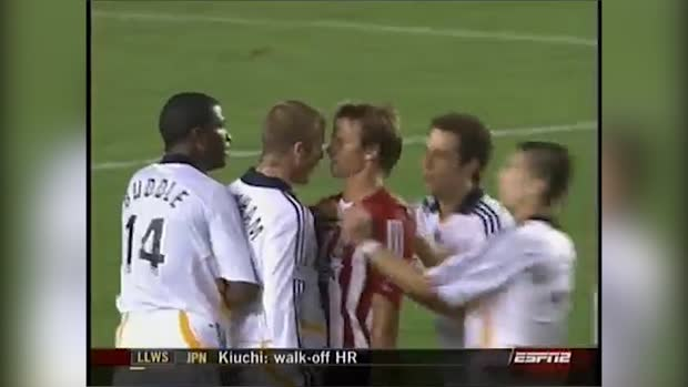 Beckham not amused nach Jesse Marschs Tritt in den Unterleib | MLS Archiv