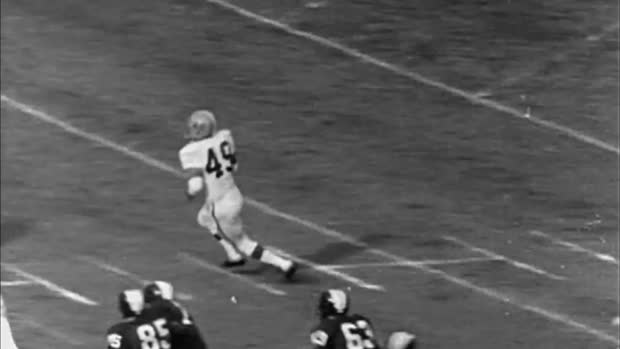 Remembering Hall of Fame halfback Bobby Mitchell's legendary NFL career