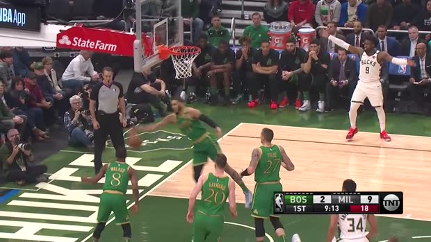 WSC: Daniel Theis (12 points) Highlights vs. Milwaukee Bucks