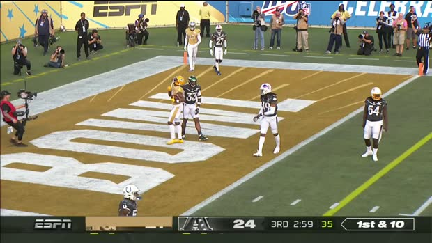 Davante Adams finishes TD with a dunk for Kobe