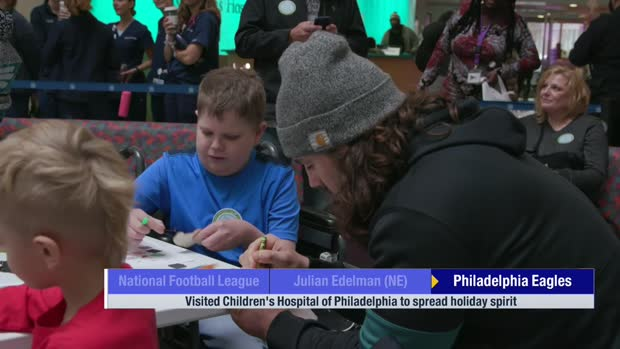 Philadelphia Eagles players visit local children's hospital to spread holiday spirit