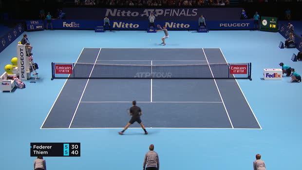 Basket : Federer tombe d'entrée face à Thiem (7-5, 7-5)