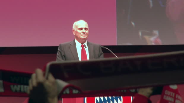 Emotionen pur! Standing Ovation für Hoeneß